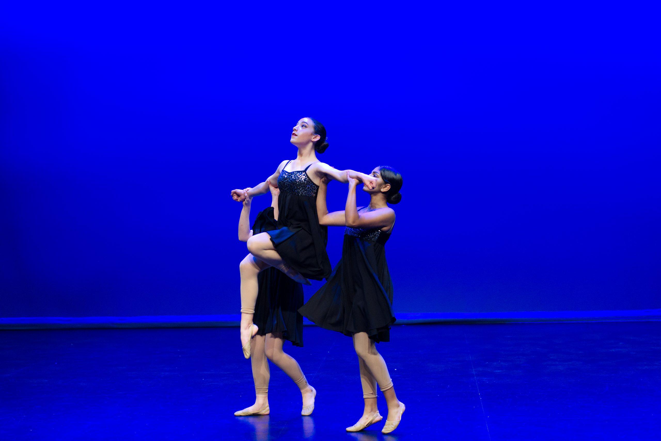 Diakosmos_Dance_Academy_contemporary_senior_group